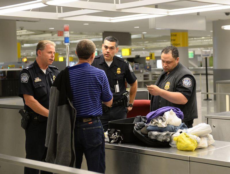 Hay una lista de cosas a considerar para garantizar un procesamiento rápido y eficiente al momento de hacer inmigración en los Estados Unidos.